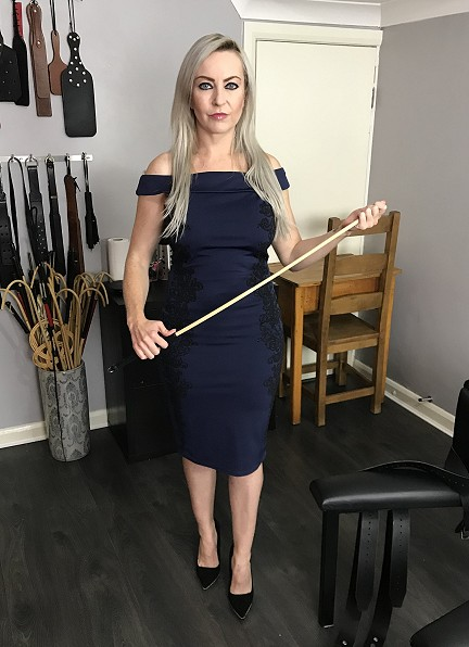 Caning Mistress in Hertfordshire | Judicial Caning | Miss